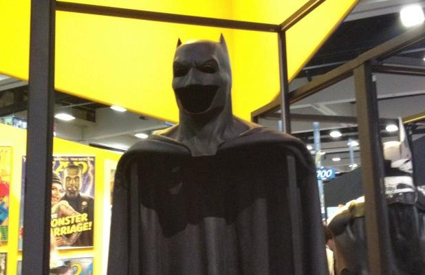 batman-suit-sdcc-140724-00-618x400